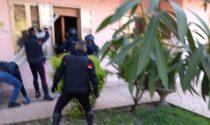 Irruzione delle Forze dell'ordine: il 61enne barricato in casa sedato e portato in ospedale