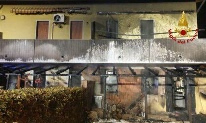 Le foto della tragedia sfiorata ad Agna, brucia il porticato: una persona ustionata