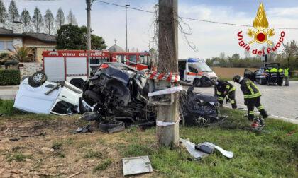 Le impressionanti foto dello schianto tra un'auto e un furgone a Campodarsego: 4 feriti, tra cui un bambino