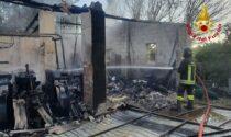 Maserà, le foto del ricovero attrezzi agricoli bruciato all'alba