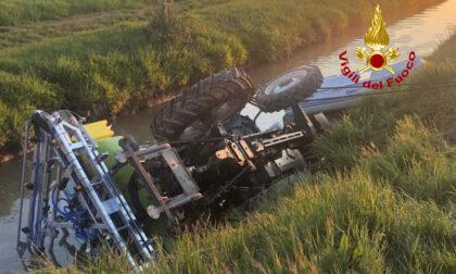 Tragedia a Casale di Scodosia, il trattore si rovescia nel canale: morto un 40enne
