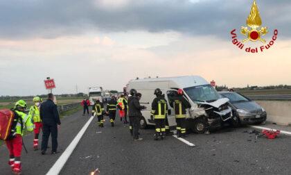 Le impressionanti foto dello schianto in A13 tra Boara Pisani e Monselice: tre feriti