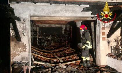 Le foto dell'incendio che ha devastato un garage e una villetta a Teolo