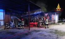 Le foto del ricovero automezzi andato a fuoco a Rovolon