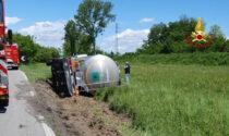 Le foto del camion cisterna del latte rovesciato a Rubano