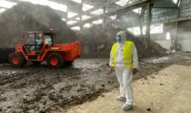 Primi camion carichi di rifiuti pericolosi fuori dall'ex C&C di Pernumia: iniziata la bonifica