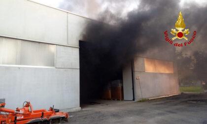 Paura per la colonna di fumo nero a Villafranca Padovana: aveva preso fuoco un mezzo agricolo
