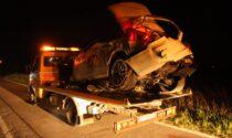 Folle corsa nella notte, perdono il controllo dell'auto: due persone ferite di cui una grave