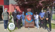 Restauro dello stemma araldico dell'Arma, due liceali in caserma a Cittadella