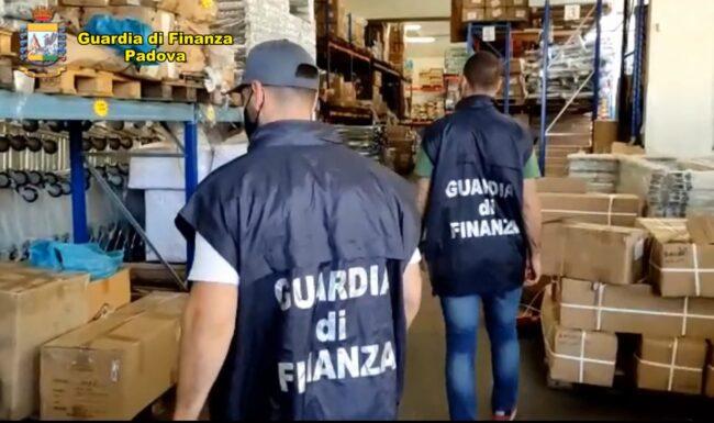 Maxi sequestro di 18,5 milioni di articoli per negozi e ufficio pericolosi per la salute
