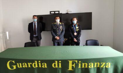 La visita al Comando provinciale della giovane sciabolatrice delle Fiamme gialle Benedetta Fusetti