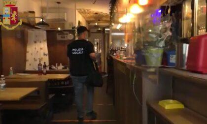 Vendeva birre scadute e truffava i clienti riempiendo bottiglie di Aperol con un'altra bevanda