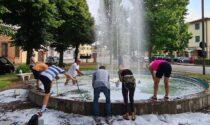Detersivo nella fontana del paese: ripulita a tempo di record da sindaco e cittadini