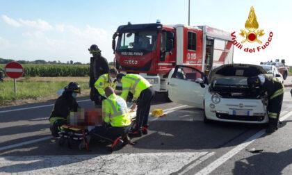 Incidente sulla Monselice mare, scontro tra due auto: un ferito estratto dalle lamiere