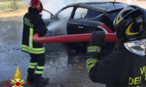 Le foto della Lancia Delta divorata dalle fiamme a Borgo Veneto