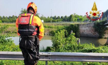 Ponte dei Graissi, 68enne cade nel Piovego: salvato dai Vigili del fuoco