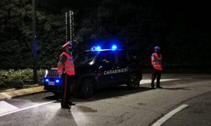 Violento litigio con la compagna, lei chiama i Carabinieri e lui aggredisce anche loro
