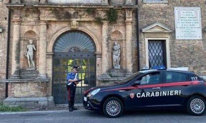 """Rompe le teche per rubare i cimeli storici del """"Museo dell'Aria"""" ma viene scoperto"""