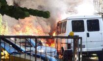 Si surriscalda l'impianto fotovoltaico e scoppia l'inferno: le foto dell'incendio all'autofficina padovana