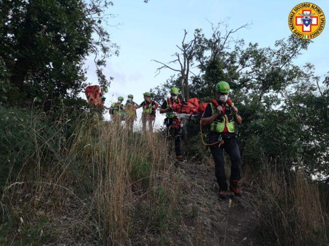 Monte Ceva, escursionista di Galzignano cade sul sentiero e si infortuna: soccorsa