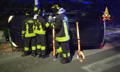 Incidente a Padova, perde il controllo dell'auto e si rovescia: un ferito