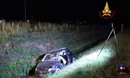 Perde il controllo dell'auto e finisce nel fossato: conducente ferito