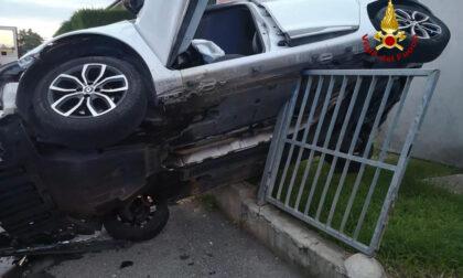 Conselve, dopo lo schianto l'auto rimane in bilico sulla ringhiera: un ferito