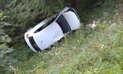 Padovana perde il controllo e finisce con l'auto nella scarpata