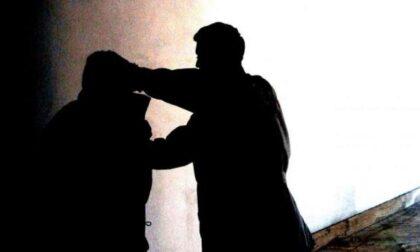 """""""Ti brucio casa"""": gli estorce 4mila euro e tenta pure di violentargli la figlia"""