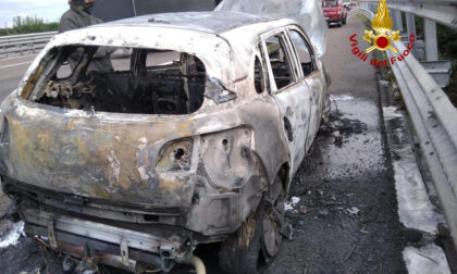 Auto con a bordo tre persone prende fuoco sull'A4 all'altezza di Padova Ovest